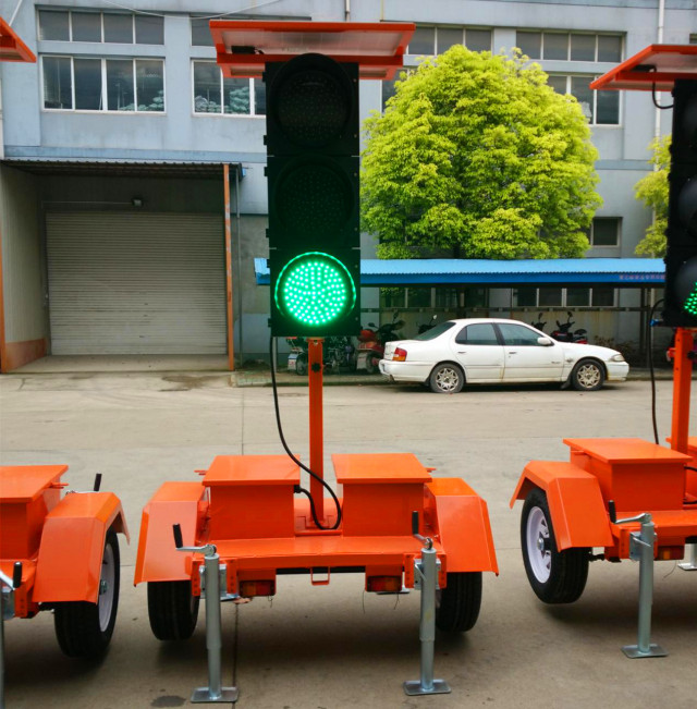 Solar Powered Portable Traffic Signal Light